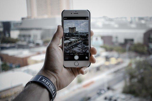 iPhone při fotografování