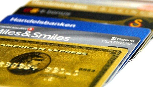 různé druhy kreditních karet