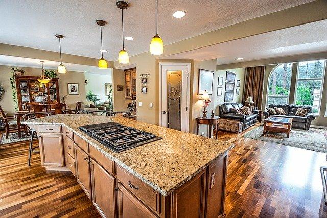 obývák u kuchyně