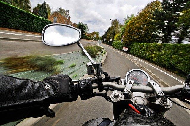 zpětné zrcátko motorky