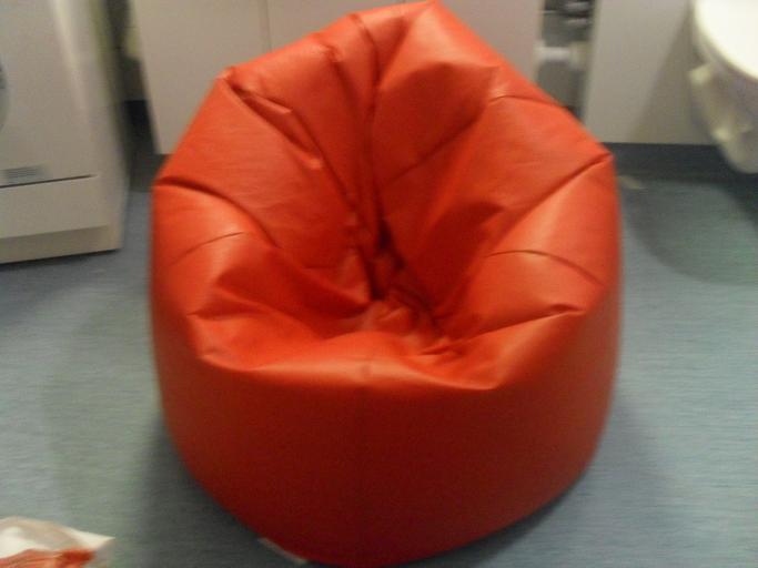 cihlově červený sedací vak
