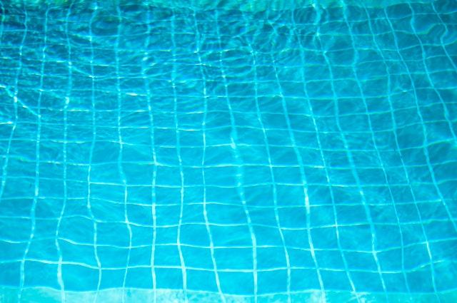 dlažba v bazénu