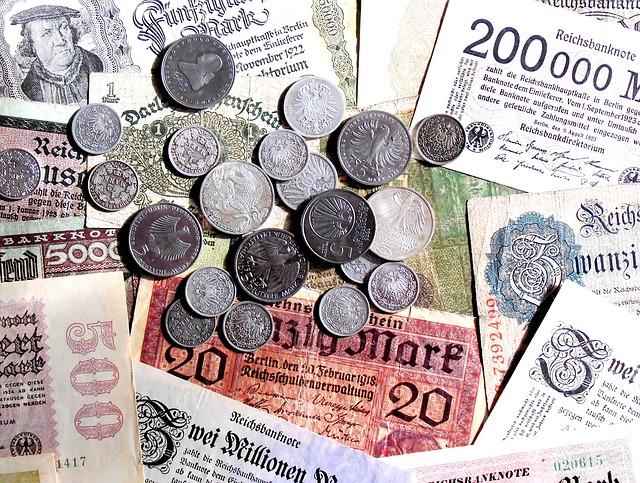 Zastaralé měny v mincích i bankovkách