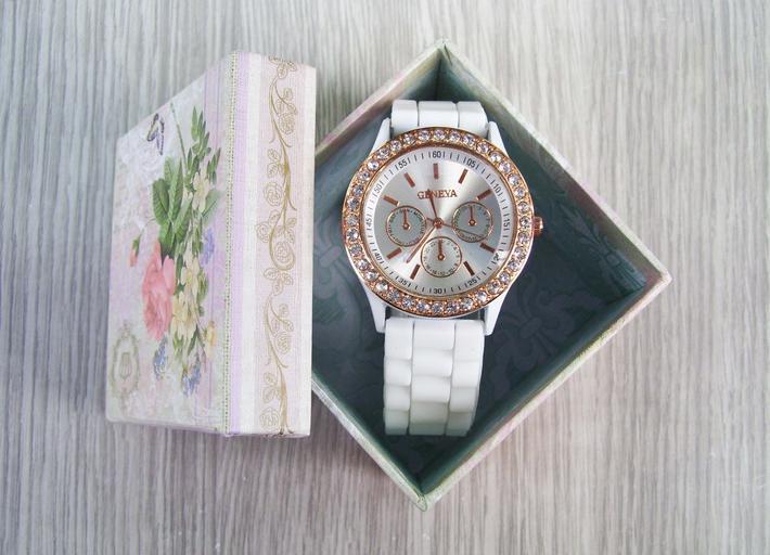 hodinky v dárkové krabičce