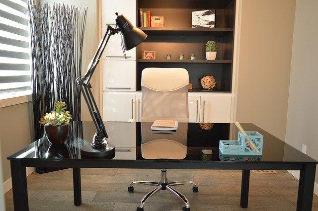 kancelářská lampa